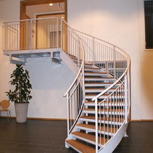 Vindeltrappor – Vindeltrappa med trappsteg av oljad ek.