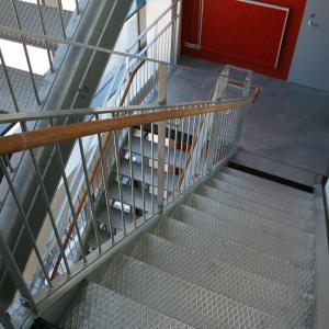 Raka trappor interiört – Invändig utrymningstrappa.