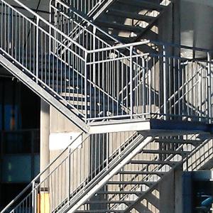 Raka trappor interiört – Rak trappa i flera löp.
