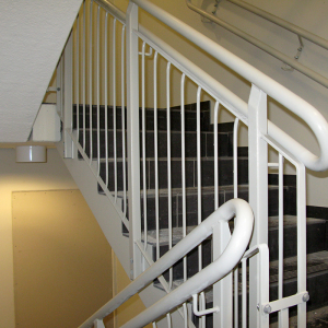 Designräcke – Räcken och handledare till rak trappa.