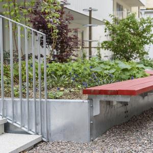 Varmförzinkning – Kantplåt till plantering. Parkbänk. (ag00002348.jpg)