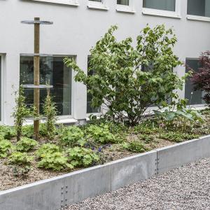 Laserskärning – Kantplåt till plantering. Plåthjul till klängväxter.